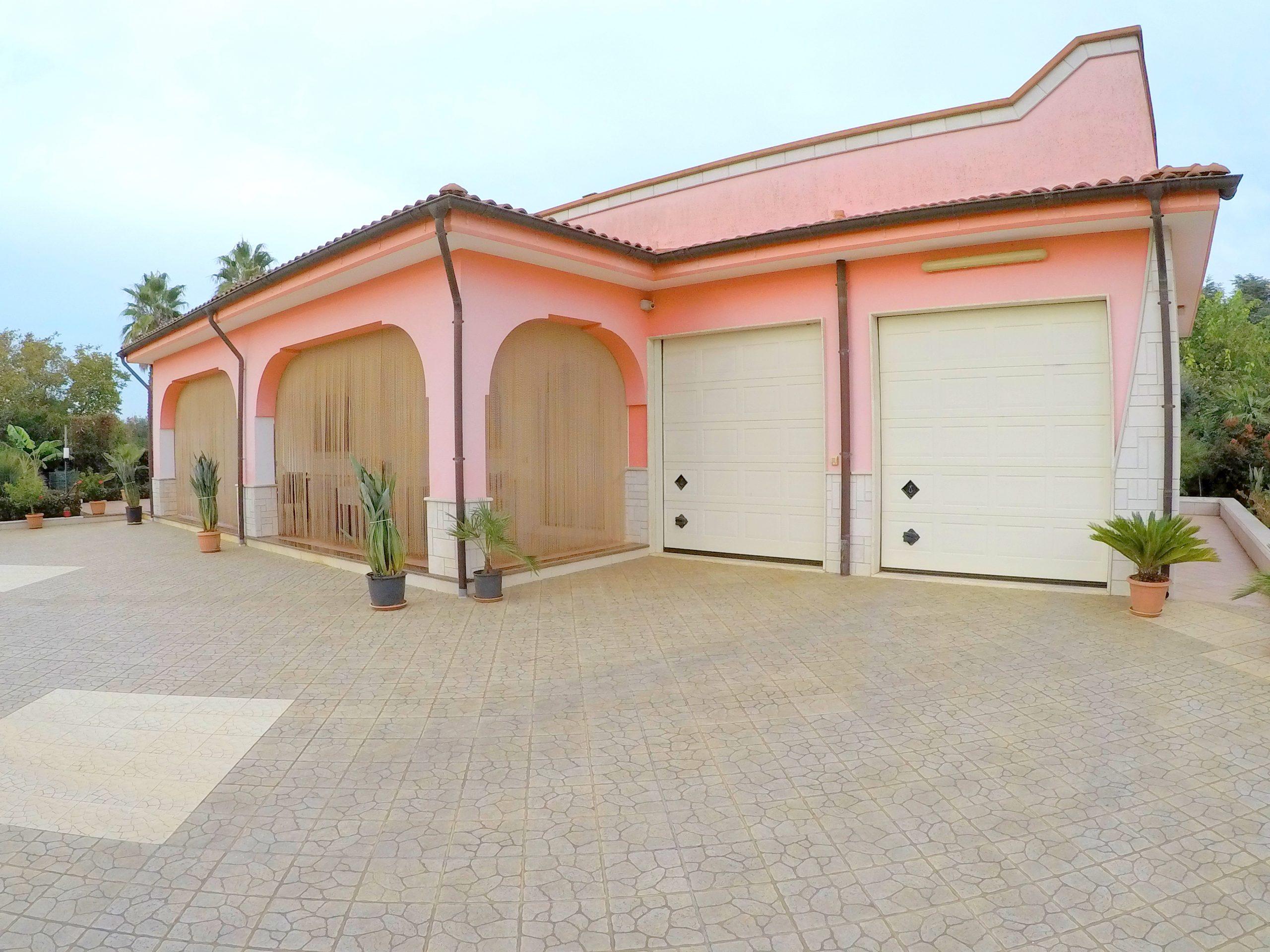 Villa in zona residenziale – Rif. 049